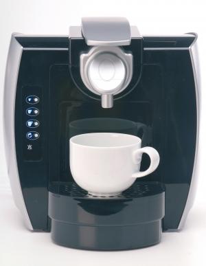 Kapsulový kávovar s programovateľnými automatickými voľbami.